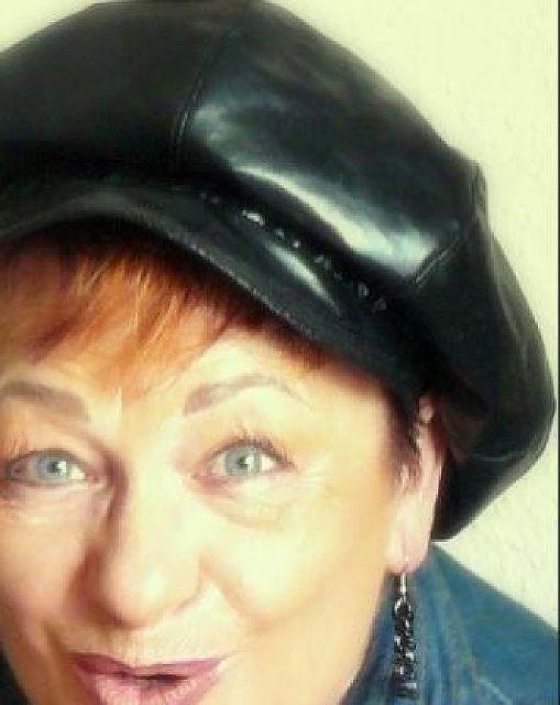 Luna1950 - Dominante Frau sucht anpassungsfähigen Mann!