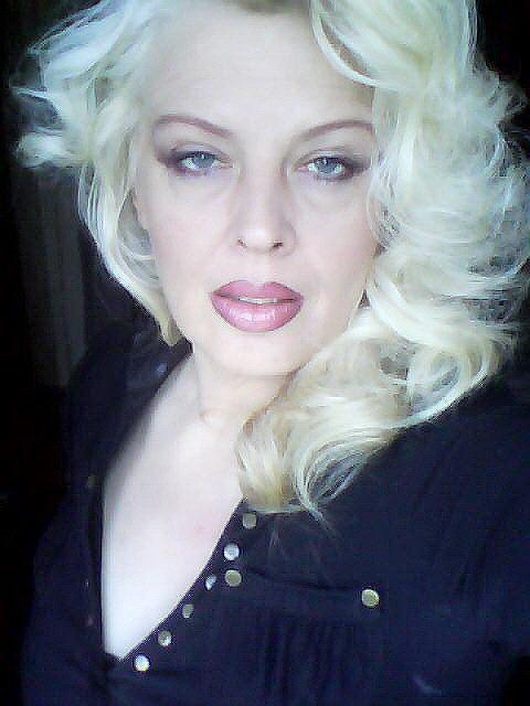 VAMPtastic - Blonde, dominante Frau sucht...