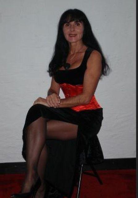Damaskus61 - Reife und reiche Frau sucht Mann zwischen 30 und 60!